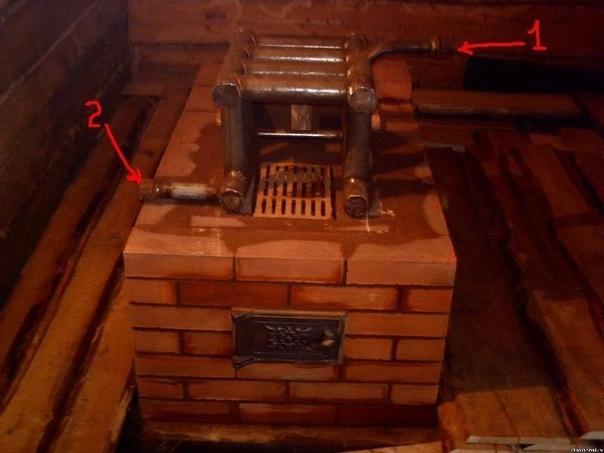 Кирпичная печь с встроенным котлом водяного отопления: - Долговечность. - Не требует по большей части дополнительного оборудования. - Печь аккумулирует тепло и поддерживает его в системе