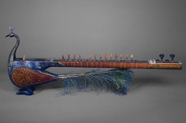 Национальный струнный инструмент таус. Индия, XIX в.