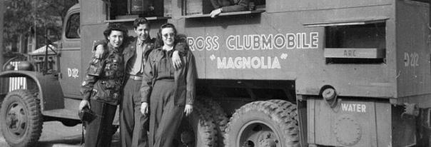 ПОНЧИКОВЫЕ ДЕВОЧКИ История американского фаст-фуда имеет в некотором роде весьма себе героическую историю. Во время Первой мировой войны организация американской Армии спасения, выполняя
