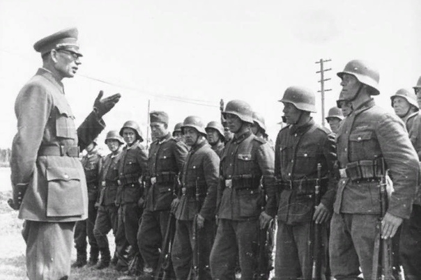 История предательства генерала Власова. В начале войны этот человек был в первых рядах среди лучших командиров Советской армии. Он и еще восемь генералов стали героями битвы под Москвой. Как же