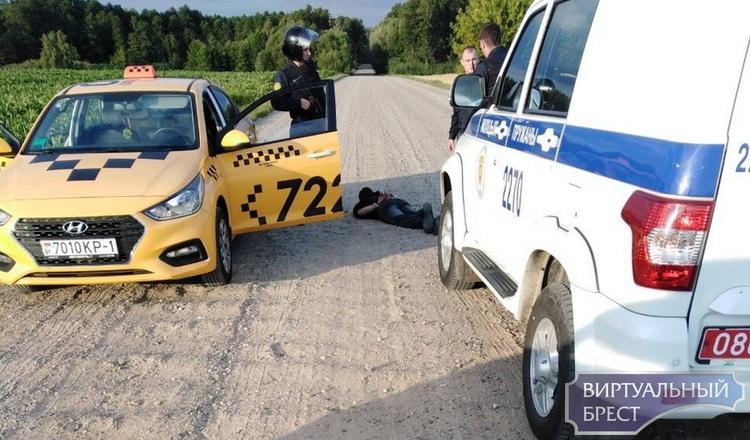 """Под Пружанами задержали водителя такси 7220 - в службе говорят, что это """"подстава"""""""