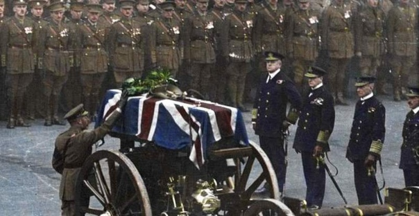 ИСТОРИЯ ОДНОГО НЕИЗВЕСТНОГО Как обычного солдата из числа неопознанных похоронили среди английских королей.Шла Первая мировая война, самая масштабная и кровавая из войн, которые на тот момент