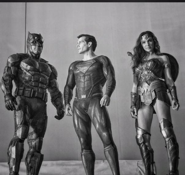 Зак Снайдер продолжает ностальгировать по своей версии «Лиги справедливости» А ведь такое великое кино