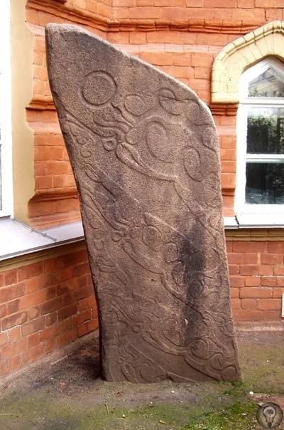Оленный камень: загадка Бронзового века На территории Сибири и в Монголии в разное время были обнаружены странные каменные плиты с высеченными на них рисунками. Ученые долго ломали голову, что
