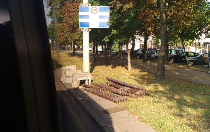 На проспекте Машерова в Бресте протестующие соорудили баррикады