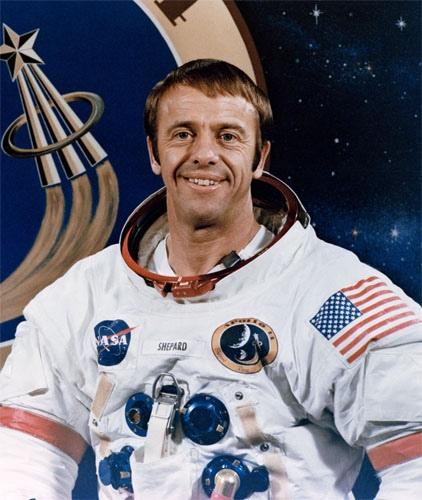 Немного космического юмора Базз Олдрин (второй человек, ступивший на Луну) отшутился о том, почему Алан Шепард (фото 3) стал первым американцем в космосе: «Вообще, - сказал он, - хотели послать