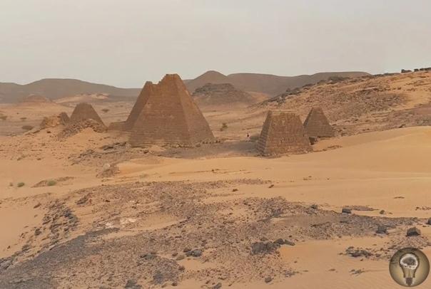Древние пирамиды в Судане, которые были построены тысячи лет назад и которые сейчас нелегко посетить Грандиозные египетские мегалиты разрекламированы на весь мир, а вот пирамиды Мероэ простым
