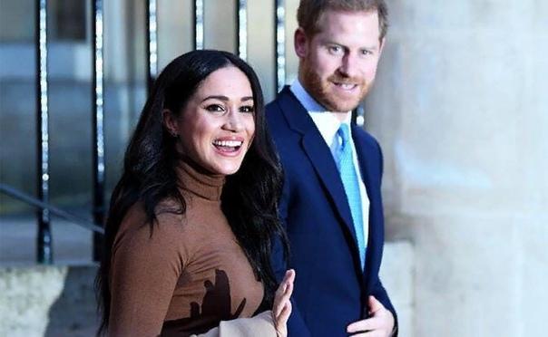 Британская королевская семья преподала урок кремлевской элите Королева Британии Елизавета II поддержала своего внука принца Гарри и его супругу американскую актрису и фотомодель, а теперь