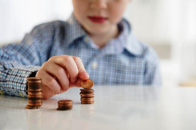Детские пособия для малоимущих семей увеличат