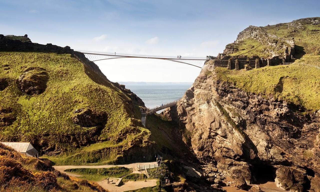 В Англии строят необычный мост к руинам легендарного замка