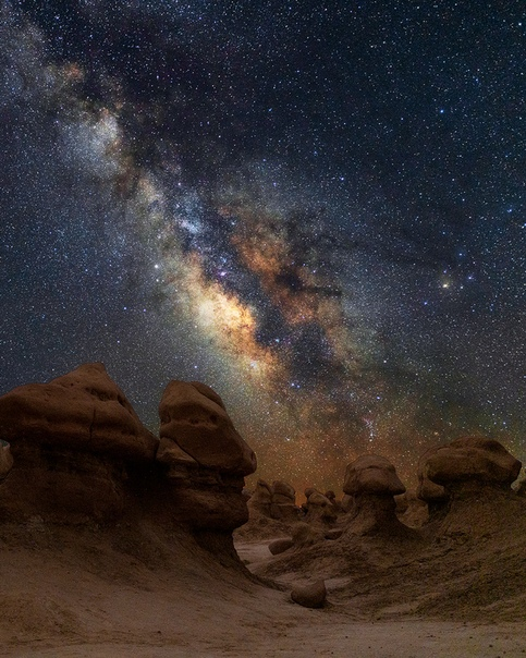 Млечный путь над Государственным парком Гоблин Вэлли («Долина гоблинов»), Юта, США