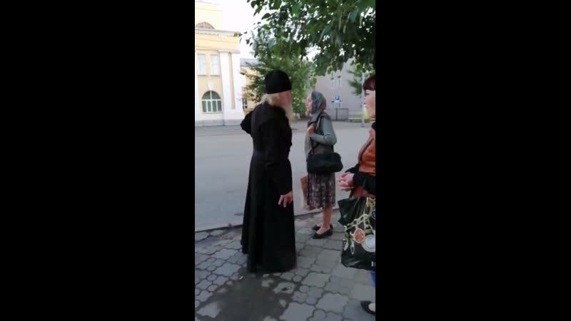 Пьяный мужчина в рясе Омск