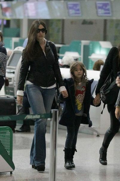 Моника Беллуччи и Венсан Кассель с дочерью Леони