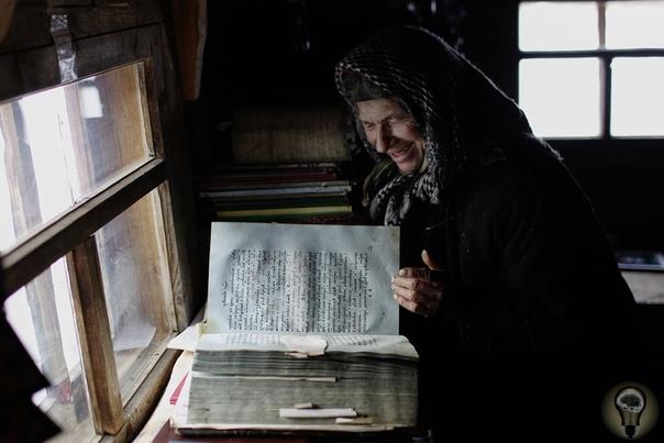 ГРАНИЦЫ ВОЗМОЖНОГО: ОДНА В СИБИРСКОЙ ТАЙГЕ УЖЕ 30 ЛЕТ Староверка Агафья Лыкова живет в тайге в одиночку уже 30 лет. До ближайшего поселка Матур от заимки более двухсот километров. Но людям
