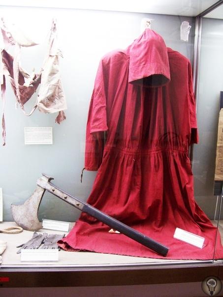 Голова с плеч: маэстро Бугатти За 68 лет работы палач Бугатти отправил на тот свет более 500 человек. Он считался символом казни в Риме. Незаменимый сотрудник Джованни Бугатти было всего