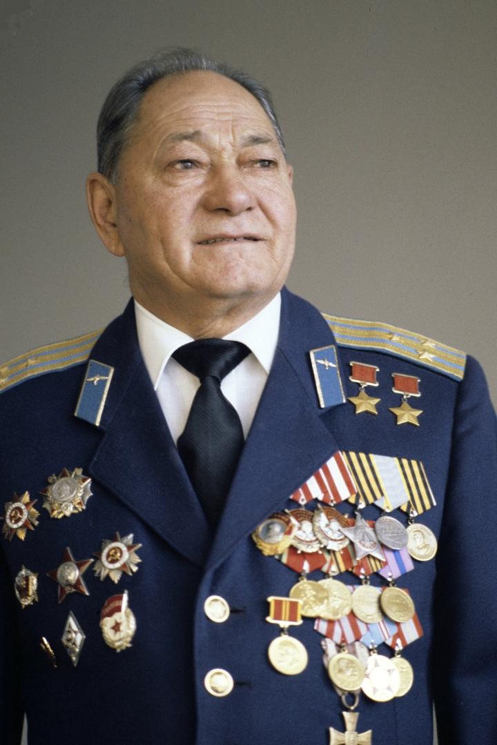 5 августа 1922 года родился Талгат Якупбекович Бегельдинов.- заместитель команди...
