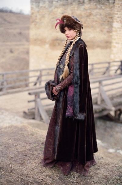 Польская актриса и модель Магдалена Мельцаж в традиционном наряде польской шляхты XVII века.