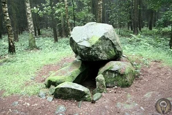 Мегалиты северной Германии.«Чёртова печь». Эта группа мегалитических сооружений датируется третьим тысячелетием до нашей эры. Один из самых впечатляющих археологических памятников древности