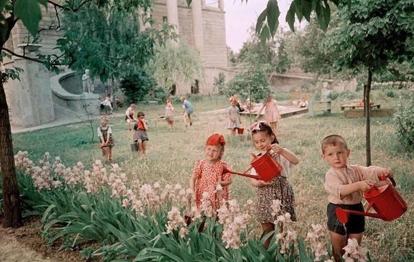 В детском саду завода Арсенал, Киев, 1951 г.... А вы помните свой детский садик