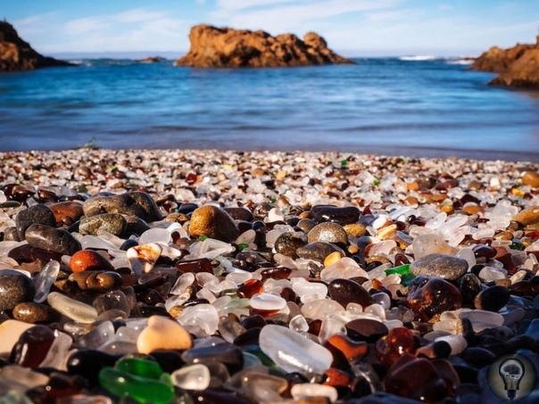 Самые удивительные пляжи в мире Пляж Боулинг Болл, Калифорния В сравнении с зеленым песком или исчезающими приливами «круглые камни» звучат достаточно обыденно, чтобы заинтересовать туристов