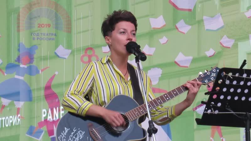 Дина Журавлева на Книжных аллеях Санкт Петербург 18 августа 2019
