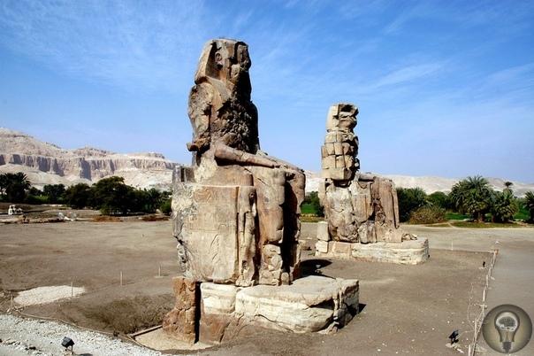 Колоссы Мемнона Колоссы Мемнона один из архитектурных шедевров сказочной древности. Это две огромные статуи египетского фараона Аменхотепа III (правил 1388-1351 гг. до н. э.). Возведены в 1350