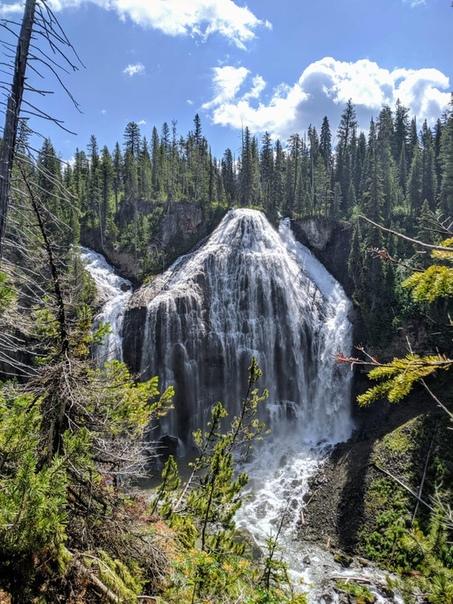 Водопад Юнион-Фолс в Йеллоустонском национальном парке