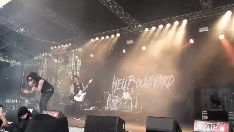 Hell boulevard- Bitch next door Live