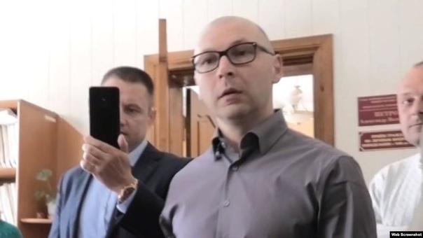 «Прием» с телесными повреждениями: инцидент с активистом в приемной крымского чиновника Активист организации «Нижнегорский общественный контроль» Александр Тарасенко заявляет, что его избили,