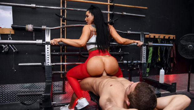 Brazzers - Spotting Her Ass