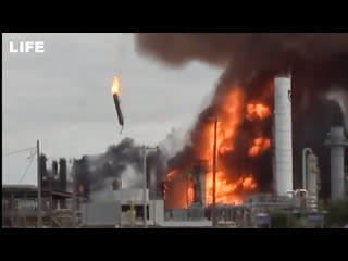 Мощный взрыв прогремел на химзаводе в Техасе