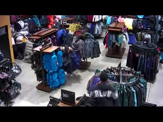 Flash mob shoplifters descend on pleasant prairie north face store [video]