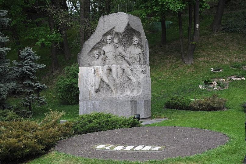 9 августа 1942 года - В оккупированном гитлеровцами Киеве состоялся знаменитый ф...