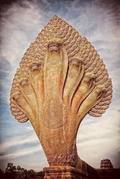 7-головая статуя Нага XII века, Ангкор-Ват, Камбоджа