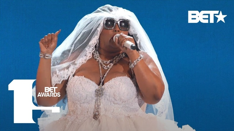"""Lizzo Proves She's 100 That B***h In """"Truth Hurts"""" Performance! 