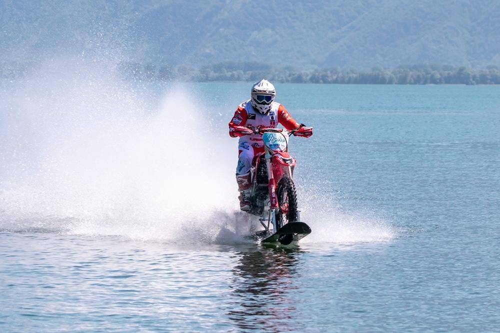 Лука Коломбо установил рекорд скорости на воде (видео)