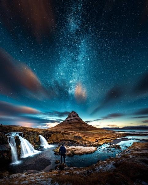 Волшебная ночь у подножия горы Киркьюфетль в Исландии