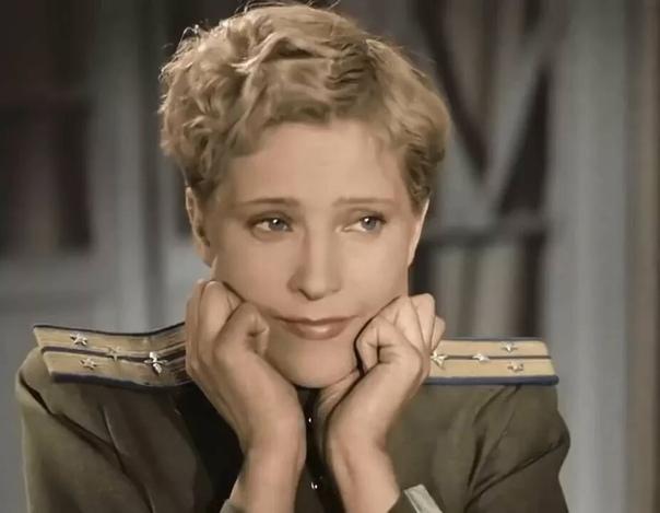 ПОРА В ПУТЬ-ДОРОГУ.... ЛЮДМИЛА ГЛАЗОВА Захотелось мне рассказать об этой замечательной, но забытой актрисе и просто очень красивой женщине. Помните Небесный тихоход, как она пела Пора в
