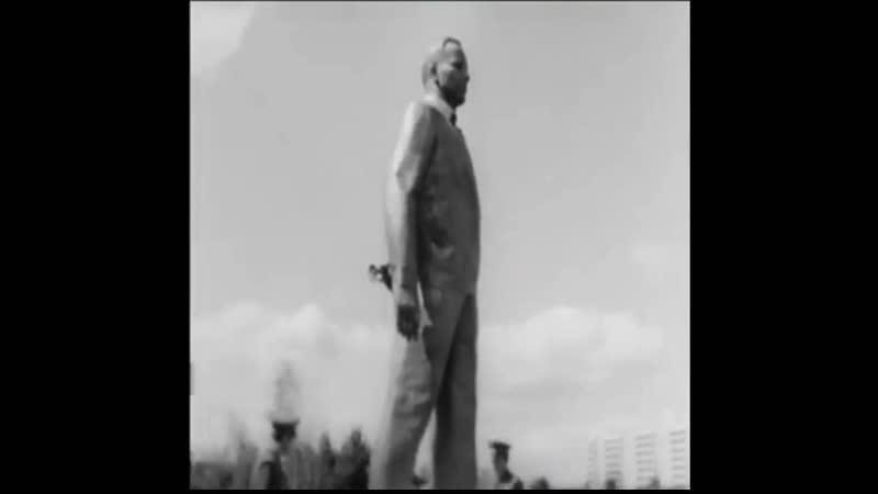 Торжественное открытие памятника Ю.А. Гагарину в Звёздном городке 18 августа 1971 год.