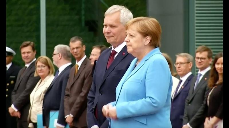 Меркель затрясло в третий раз за месяц во время встречи в Берлине с премьер-министром Финляндии Антти Ринне