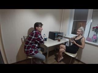 Пригласил подрусил подругу в гости порно анал на кухне секс ебля