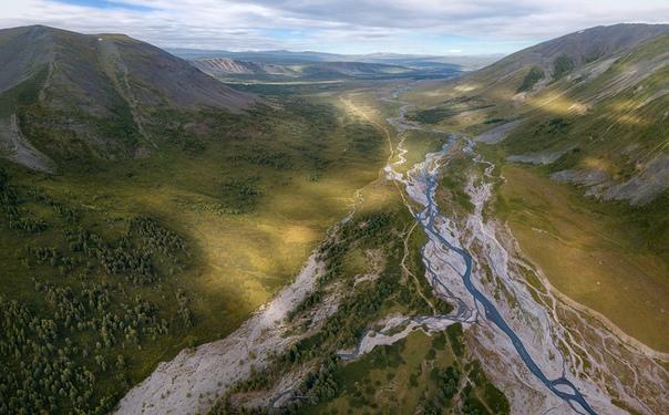 Вид на ущелье реки Тара с высоты птичьего полета