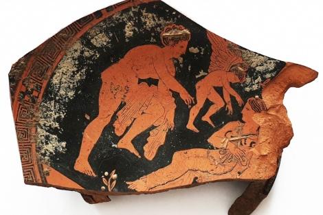 Археологи обнаружили редкий фрагмент античной распичной вазы V века до н.э.