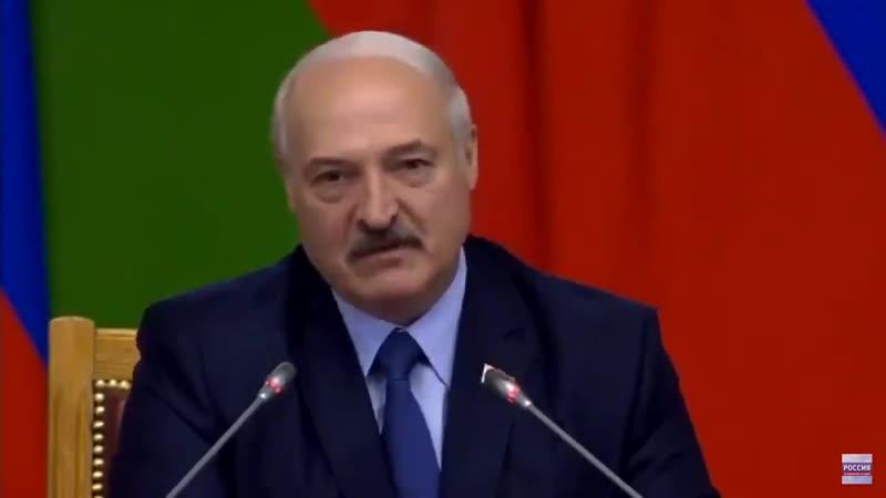 Лукашенко, оказывается, считает, что Ленинград в годы Великой Отечественной был оккупирован. А сидящий рядом ленинградец Путин д