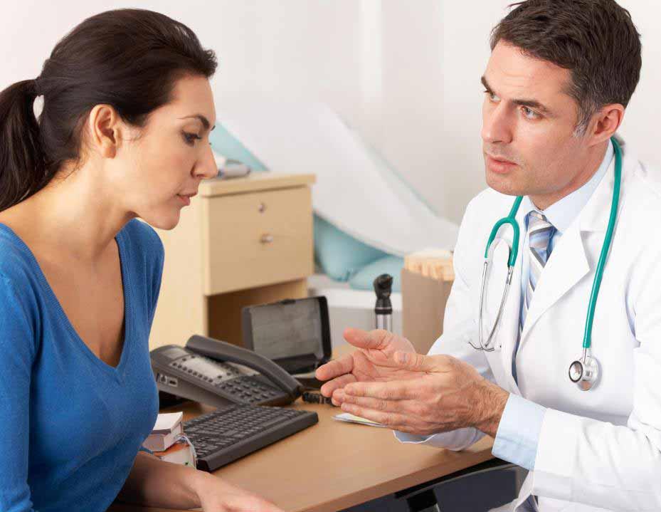 Черные выделения из влагалища часто являются результатом старой крови, оставшейся после менструации.