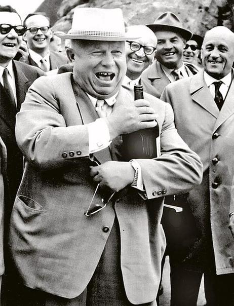 В 1955 году первый секретарь ЦК КПСС Никита Сергеевич Хрущёв во время поездки по стране посетил родное село Калиновка в Курской области