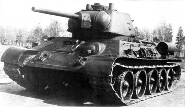 Советский танк Т-34/76: фото и интересные факты В начале Великой Отечественной войны танк Т-34 производился в двух модификациях. Выпущенный в малом количестве Т-34/5 вооружили артсистемой ЗиС-4.