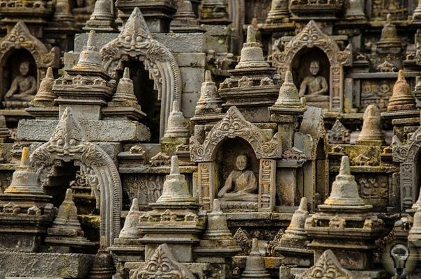 Боробудур - древнее сооружение, сравнимое с пирамидой Хеопса, по высоким технологиям строительства