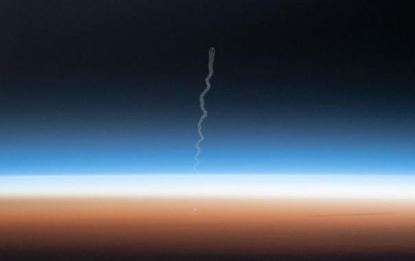 Фото старта космического корабля «Союз МС-15» из космоса
