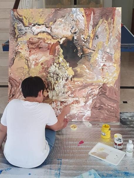 Ксео Чу (Xeo Chu, 2007 -, Вьетнам) 12-летний Ксео Чу из Вьетнама, который впервые взялся за кисть в четыре года, и уже провёл свою первую персональную выставку в Нью-Йорке. Его мама, хозяйка